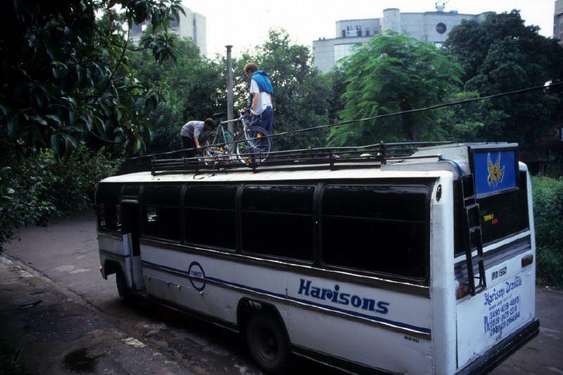 00008_Horror Bus