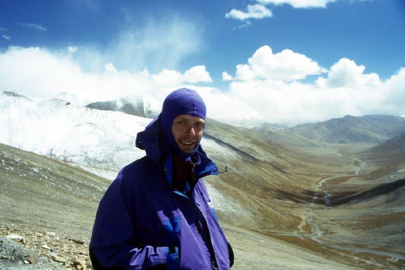 00090_Climbing Taglang La